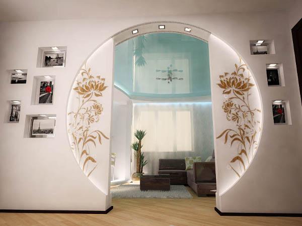 Круглая арка между холлом и гостиной