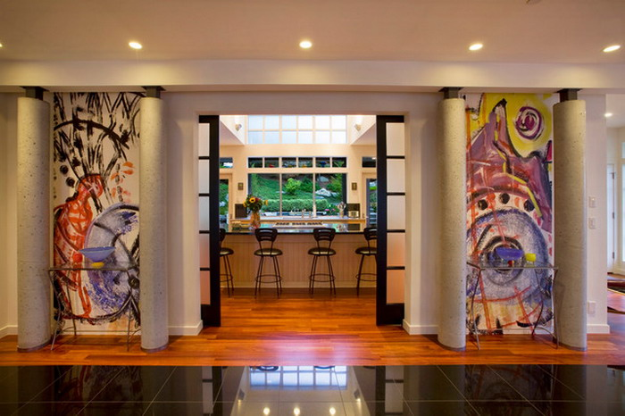 Дизайн коридора с фотообоями на абстрактную тему