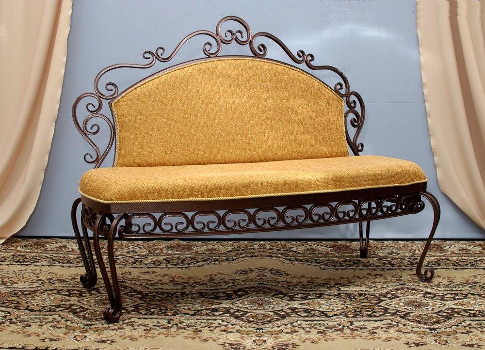 Кованый желтый диванчик в прихожую