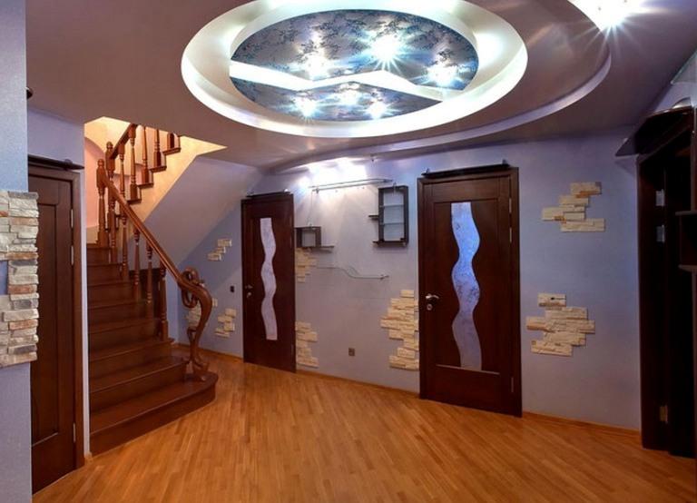 Креативный потолок в прихожей