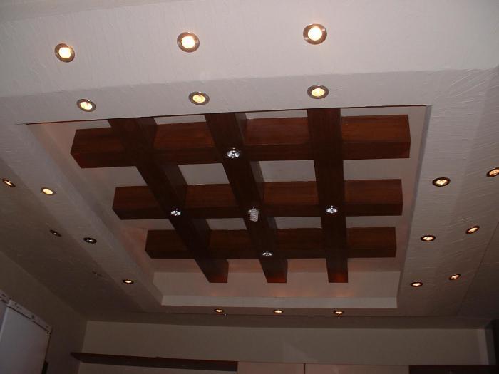 Оригинальное оформление потолка в прихожей