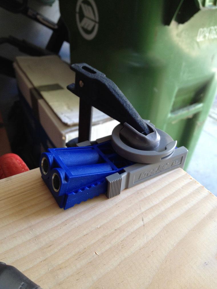 Скрепление досок с брусками при помощи крепежных систем