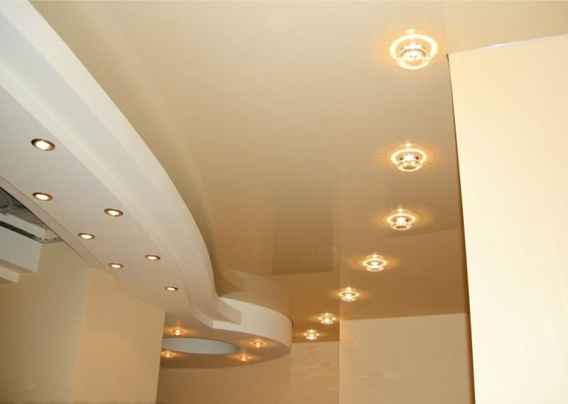 Сочетание натяжных потолков и гипсокартона