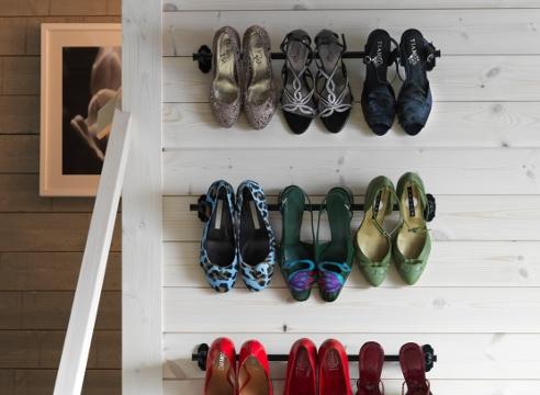 Вариант размещения обуви в маленькой прихожей