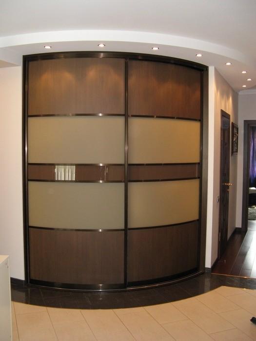 Вместительный угловой шкаф для прихожей
