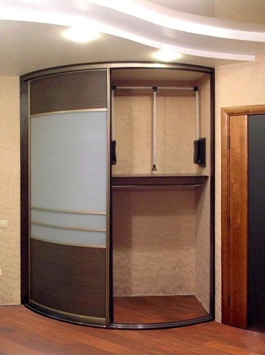 Встроенный угловой шкаф в прихожую