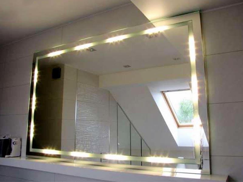 Зеркало с подсветкой для прихожей