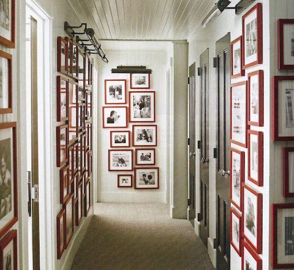 Картины в узком коридоре