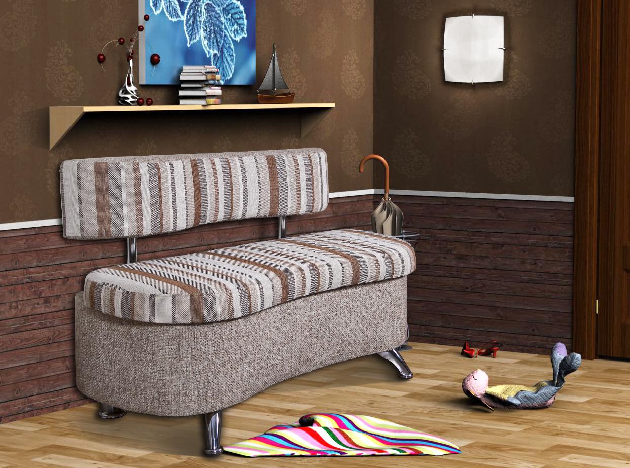 Небольшой диван в прихожей