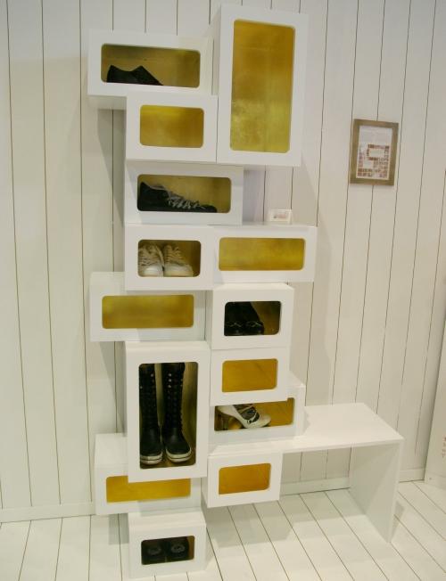 Оригинальный шкаф для обуви в прихожую