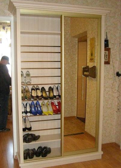 Узкий шкаф для обуви с зеркалом