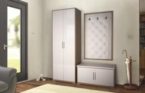 Прихожая в белом оформлении с использованием аккуратной мебели