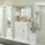 Белоснежная мебель с прихожей в светлом цвете