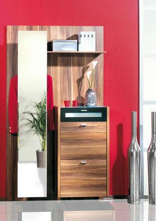 Эргономичный шкаф для прихожей в красном цвете