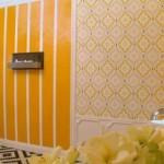 Декор прихожей в сочном желтом цвете
