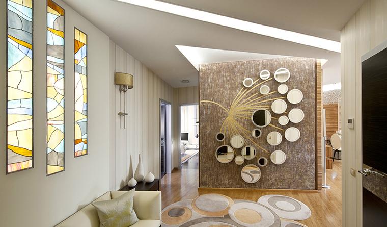 Витражное стекло в оформлении прихожей для модерн