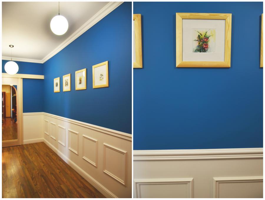 Оформления прихожей в синем цвете с белыми вставками