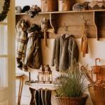Удобные вешалки для одежды в прихожую в кантри стиле