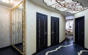 Потолок в прихожей оформленный из стекла для стиля модерн