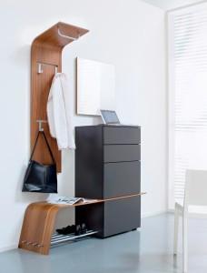 Белоснежная отделка и темная мебель в прихожей в стиле хай-тек