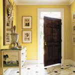 Просторная прихожая в желтом цвете с оригинальной мебелью