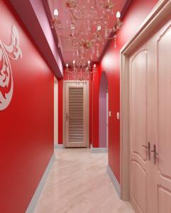 Длинная прихожая с глянцевой поверхностью стен в красном цвете