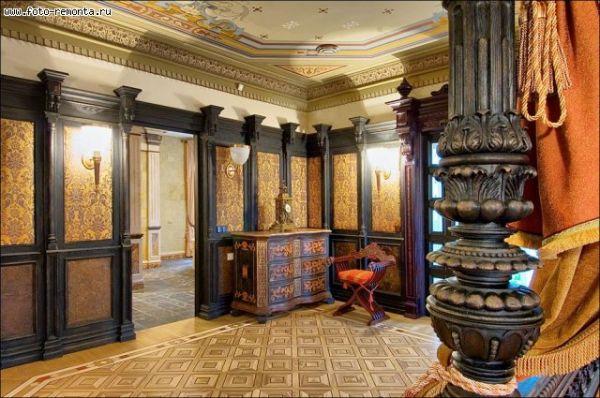 Элегантная отделка из дерева в стиле барокко для просторной прихожей
