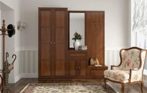 Шкаф для небольшой прихожей в светлом коричневом цвете