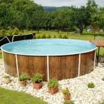 Бассейн каркасного типа с отделкой под дерево для частного дома