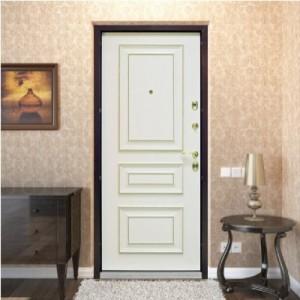 Белая входная дверь в квартиру