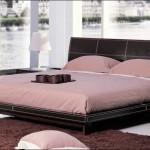 Деревянная кровать на маленьких ножках