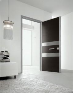 Дизайн входной двери в черно-белом цвете
