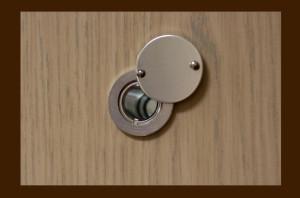 Глазок для двери коричневом цвете