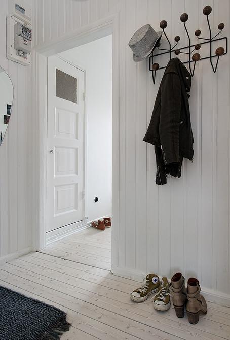 Полностью белоснежная прихожая в скандинавском дизайне