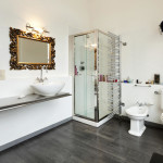 Использование небольшой кабины душевой для ванной комнаты