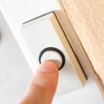 Кнопка для дверного звонка в белом цвете