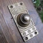 Кнопка для дверного звонка в оригинальном дизайне