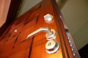 Красивая и надежная железная входная дверь