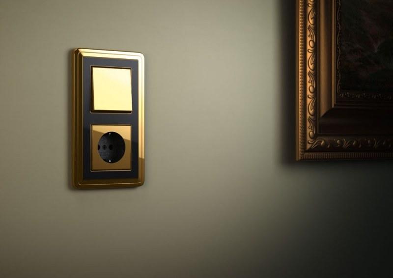 Красивый выключатель для прихожей в золотом цвете