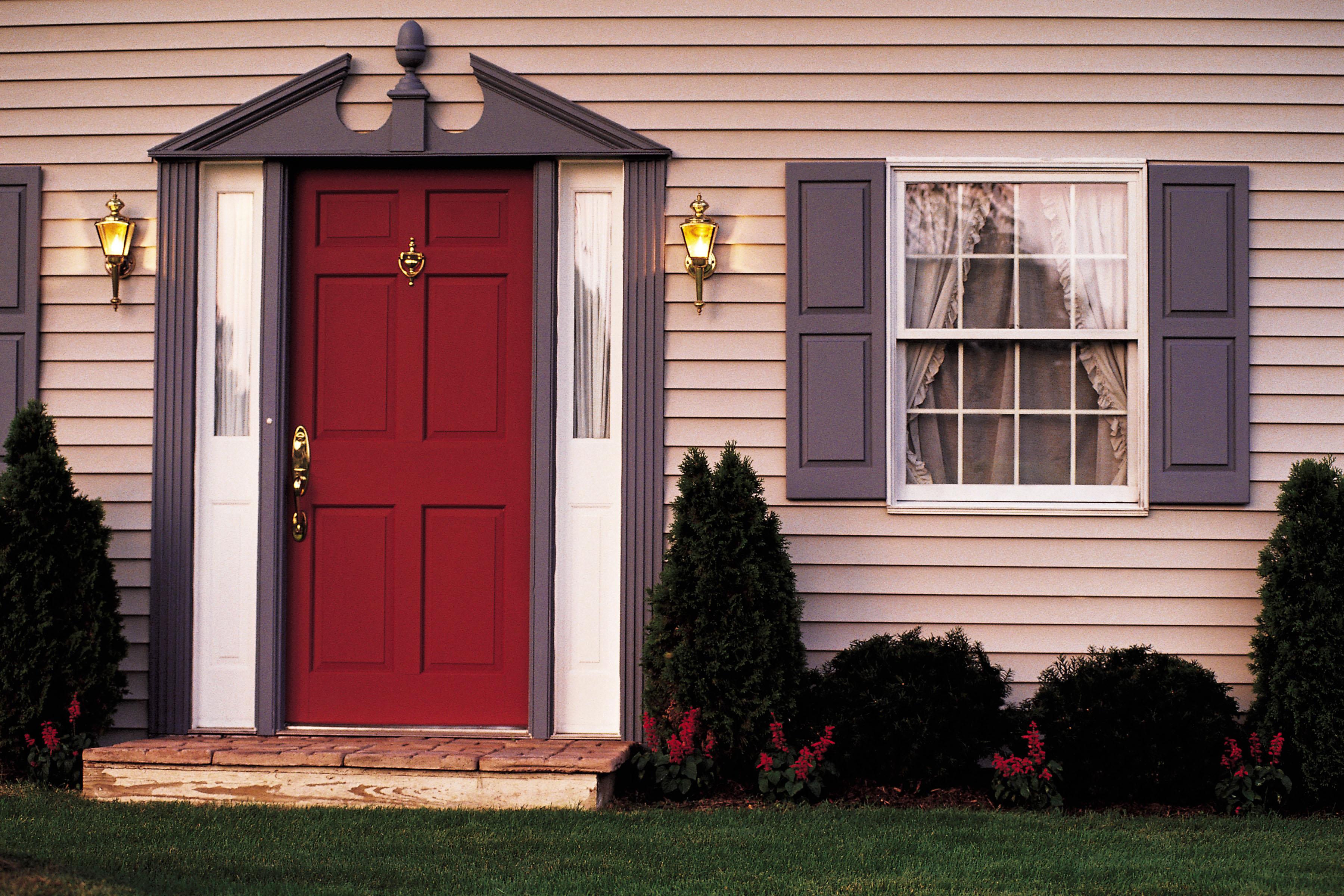 Входная деревянная дверь в частный дом своими руками