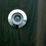 Металлический глазок серебряного цвета для двери