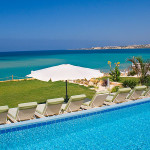 Невероятный вид из окна виллы находящейся на Кипре