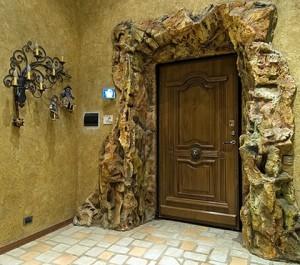 Оформление входной двери в оригинальном стиле