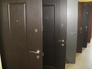 Окрас входных металлических дверей
