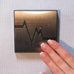 Оригинальный металлический выключатель с декором для прихожей