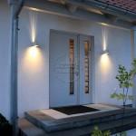Освещение как подсветка входной двери на улице
