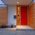 Подсветка двери снаружи частного дома