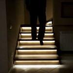 Подсветка лестницы с датчиками движения в прихожей