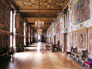 Картины в позолоте для оформления прихожей в роскошном стиле ренессанс