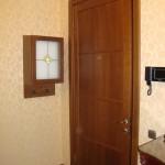 Шкафчик со стеклянной дверцей для счетчика в тон интерьеру
